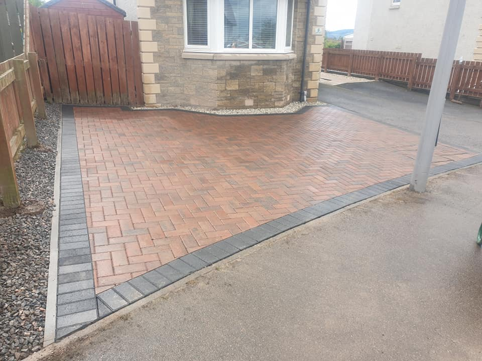 red and border paving
